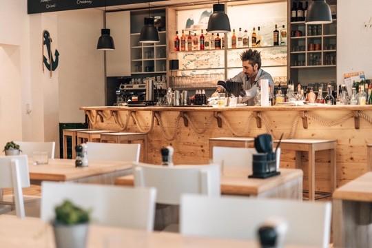 Die Bar im Restaurant MUN bietet eine vielfallt an Cocktails und Getränken