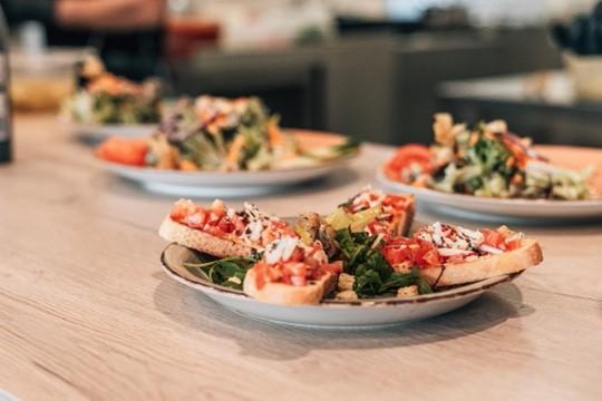 Antipasti und Salatteller im Restaurant MUN im YachtHof am Edersee